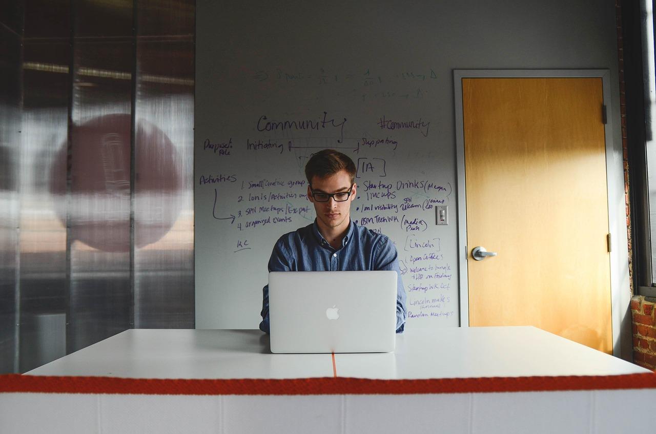 Jóvenes emprendedores no tendrán que pagar matrícula mercantil de sus empresas